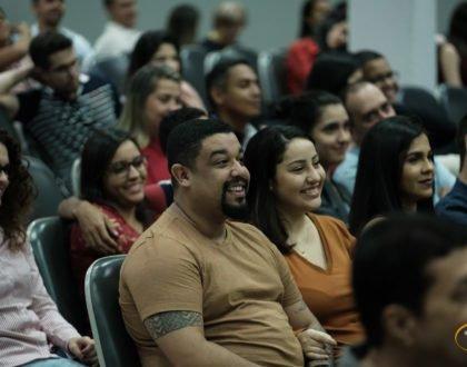 Palestra para casais reúne dezenas de pessoas na IBR